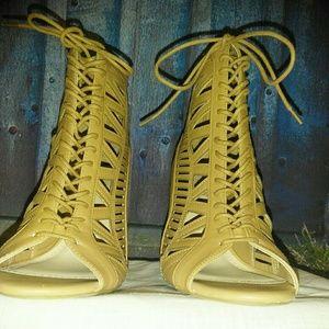 Women Size 10 Tan Shoe by Anne Michelle